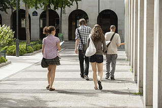 college-students-walking