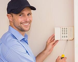 home-alarm-system-installation-technician